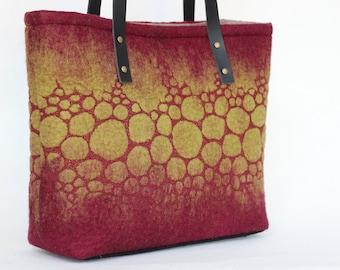 Felted wool circles shoulder bag - burgundy