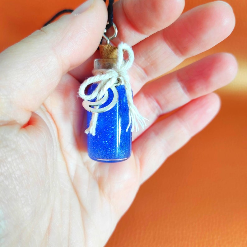 Bottle pendant necklace Point to the moon