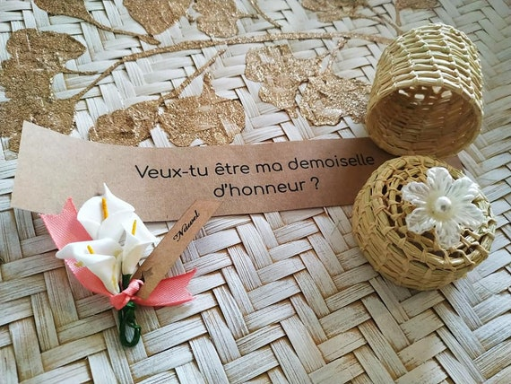 Romantic bridesmaid proposal with small flower bouquet & Hair tie ' Bride Tribe ' in its raffia box - handmade