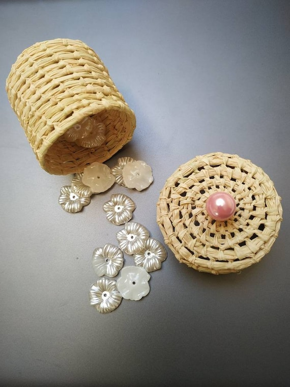 Favors with pearl for baby shower, rustic wedding, baptism guest gift -  handmade / Colors: pink, blue, ivory, grey, red