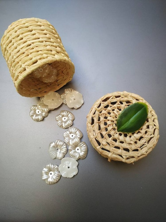 Greenery favor with green leaf for baby shower, rustic wedding, tropical, boho  -  handmade with raffia