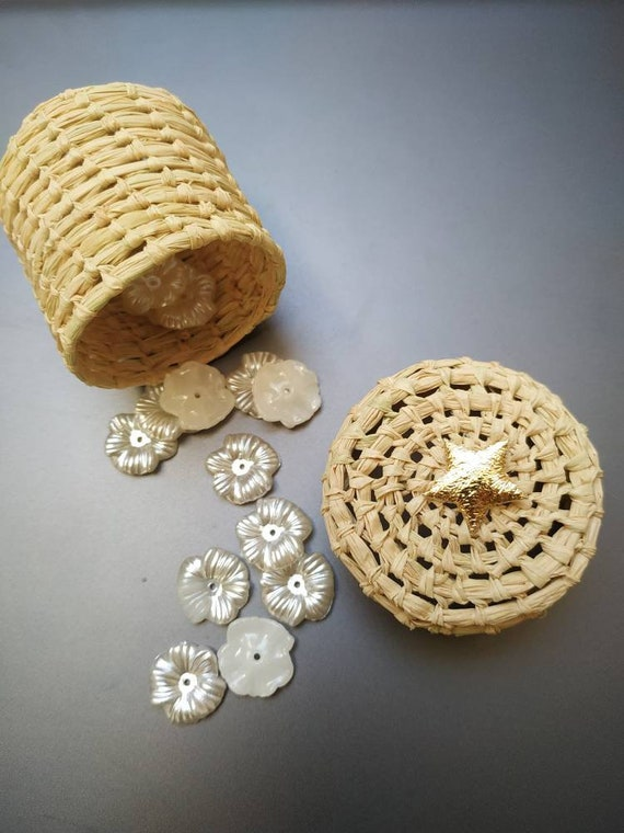 Favors & golden star for baby shower, baby 1st birtday party favor guest gift-  Handmade raffia