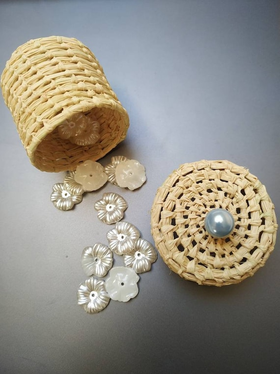 Favors and pearl for wedding, baby shower, birthday guest gift -  raffia handmade from Madagascar
