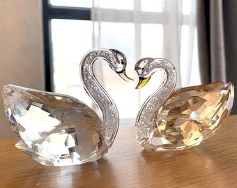 Vintage Swan figurine Napkin or Letter Holder Swan dish Wedding table decor Wedding centerpiece Wedding table accent Collectible Swan gifts