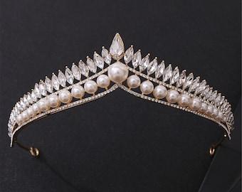 Elegant Pearl Wedding Tiara//Gold Bridal Tiara//Pearl Wedding Crown//Romantic Girls Birthday Party Crown//White Crystal Photo Shoot Crown