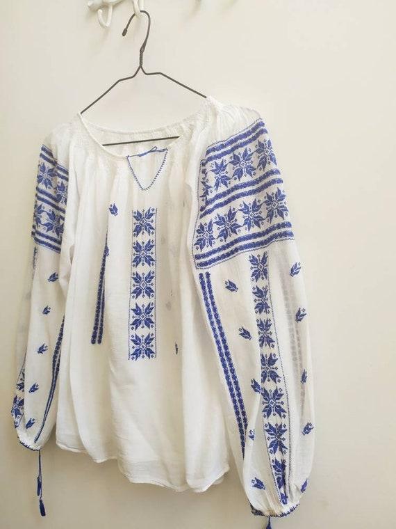 Vintage Romanian blouse - image 4