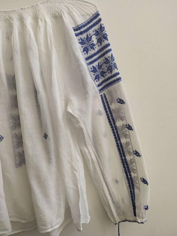 Vintage Romanian blouse - image 5