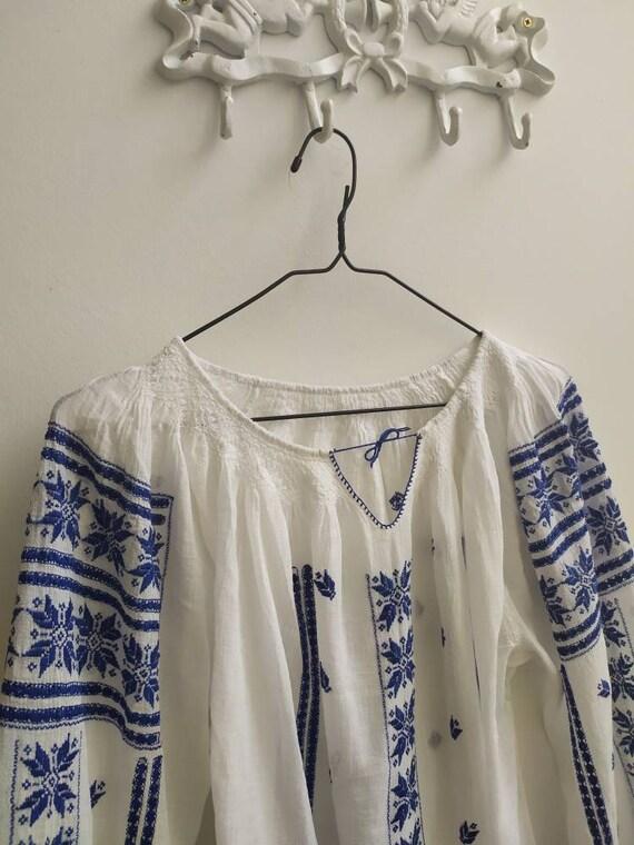 Vintage Romanian blouse - image 7