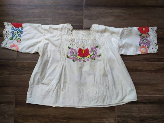 Hungarian vintage embroidered floral blouse from K