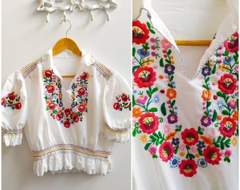 Vintage 1970 floral embroidered cottagecore Hungarian blouse