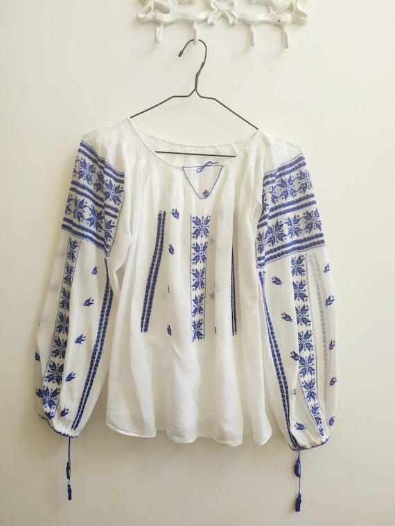 Vintage Romanian blouse - image 2
