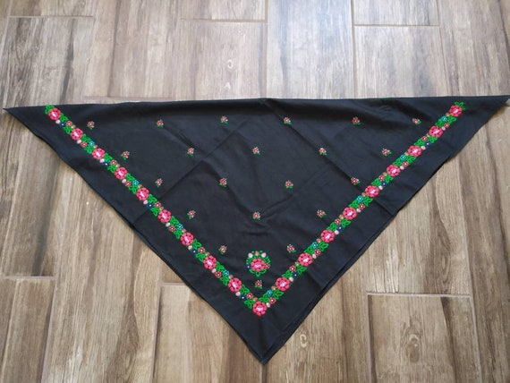 Hungarian Szék Vintage headscarf floral embroidery