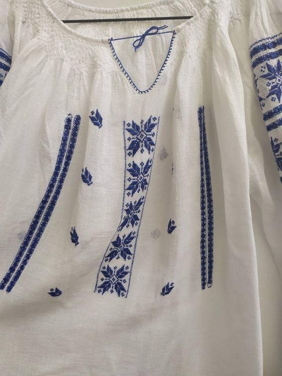 Vintage Romanian blouse - image 6