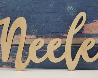 Personalized lettering made of wood can be beautifully painted