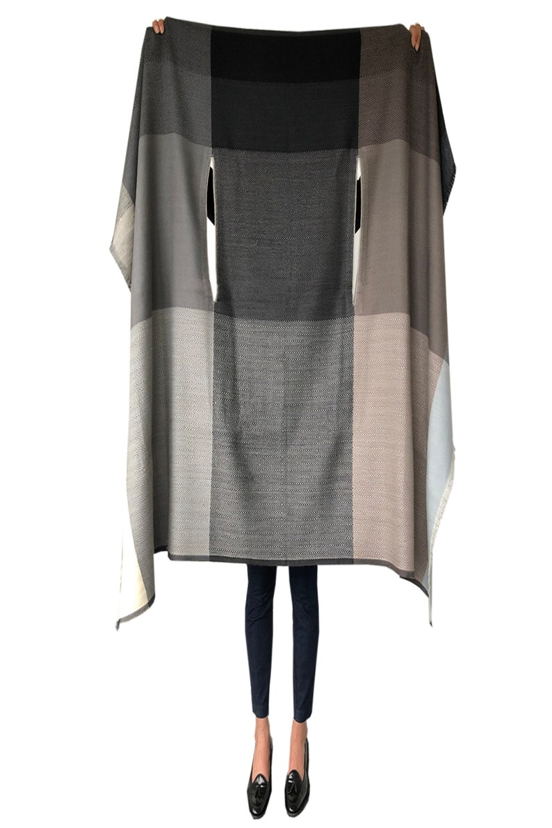 One size and 15+ ways to style maternity or occasions Handmade from 100/% pure wool DARIA CAPE NUBRA Perfect Cape for travel work