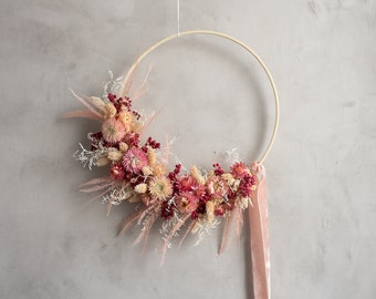 Floral hoop with dried flowers