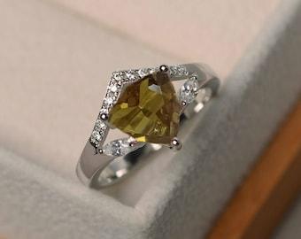 Zultanite Ring-Zultanite Diaspore Colors Change Ring-Colours Changing Ring-Trillion Cut Zultanite Ring-Zultanite-Vintage Zultanite Ring