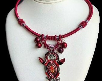 Red Burgundy Detailed Fashion Necklace With Pendant