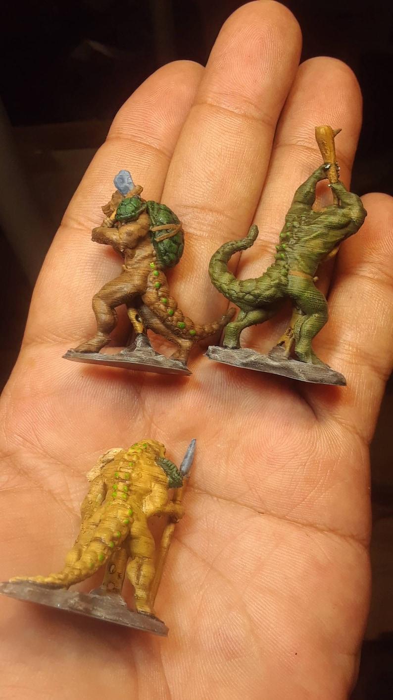D/&d miniature lizard men set1 leader w2swords heavily armoredmini by wrath of kings7 misc lizard men wvarious weapons from 3d print