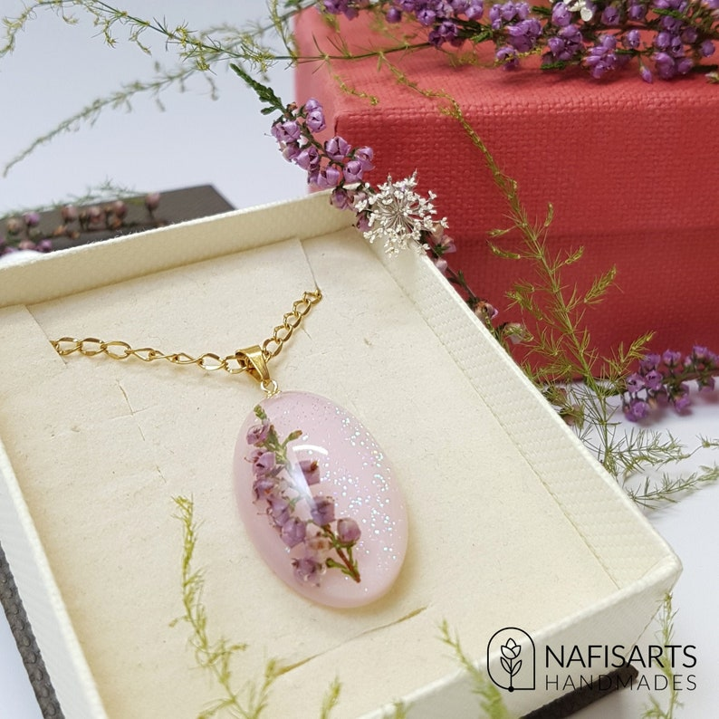 an amazing gift for natural lovers floral resin necklace with natural Heathers flowers and golden steel supplies