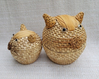Cat Shaped Corn Husk Baskets, Pair of Nesting Cat Storage Baskets with Lids