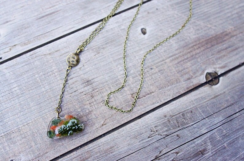 Nephrety Carnelian /& Jade Resin and Brass necklace