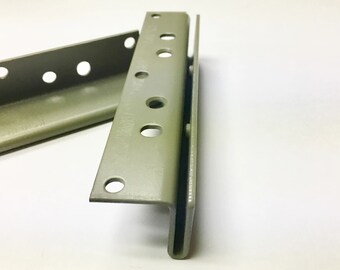 Wood Bed Rail Bracket double hook 2/'/' inch separation