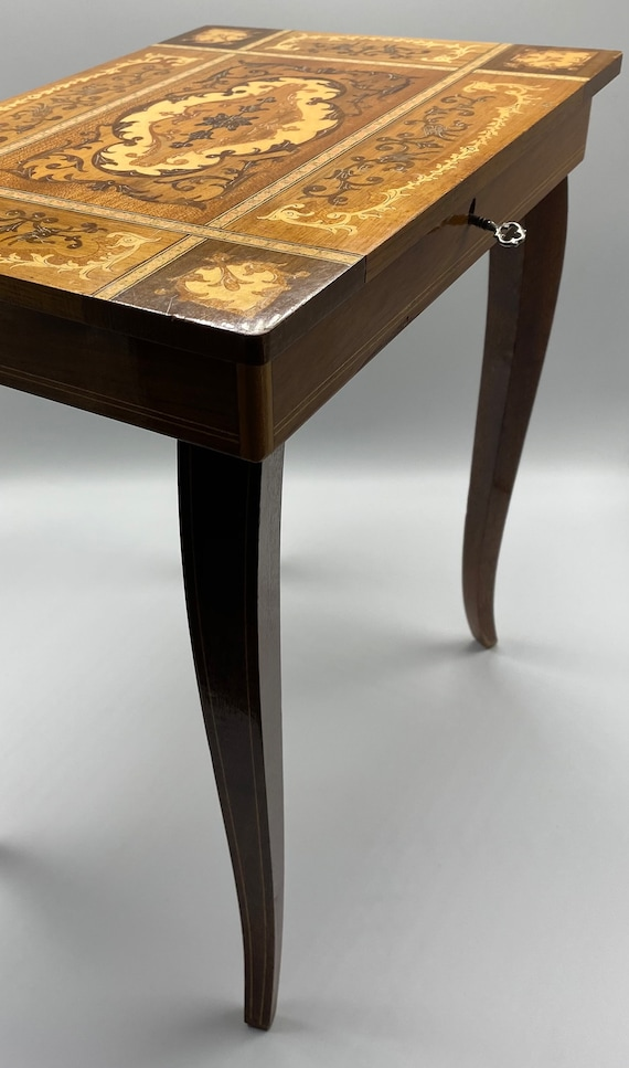 Splendid old French musical table / Jewelry / Cout
