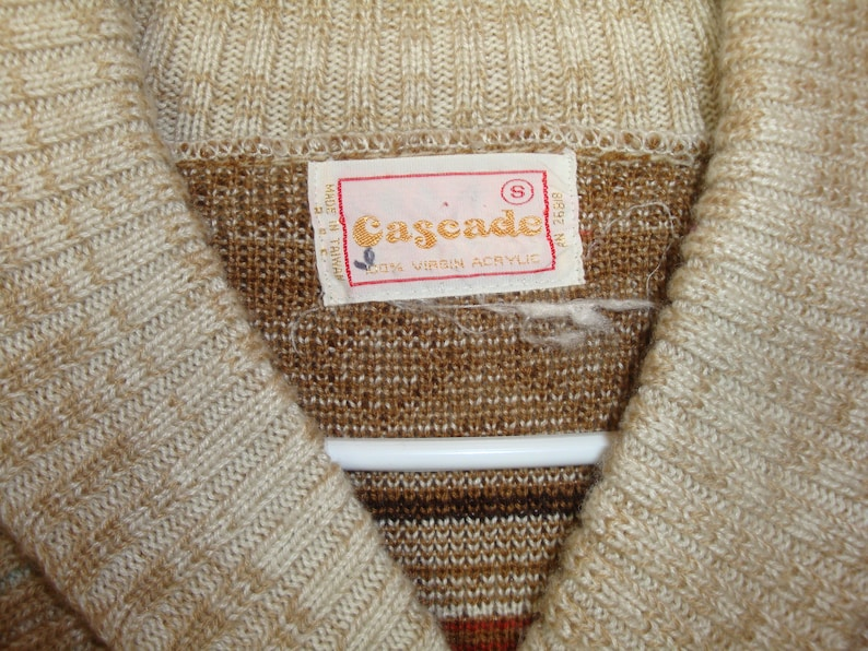 vintage cozy fair isle sweater Small 70s Cascade acrylic tan cream brown rust boho pullover cable knit the dude lebowski cardigan sweater