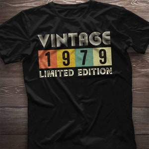 42nd Birthday Gift 1979 T Shirt in Retro /& Vintage 70s style for Men or Women Unisex Jersey Short Sleeve Tee Shirt Top