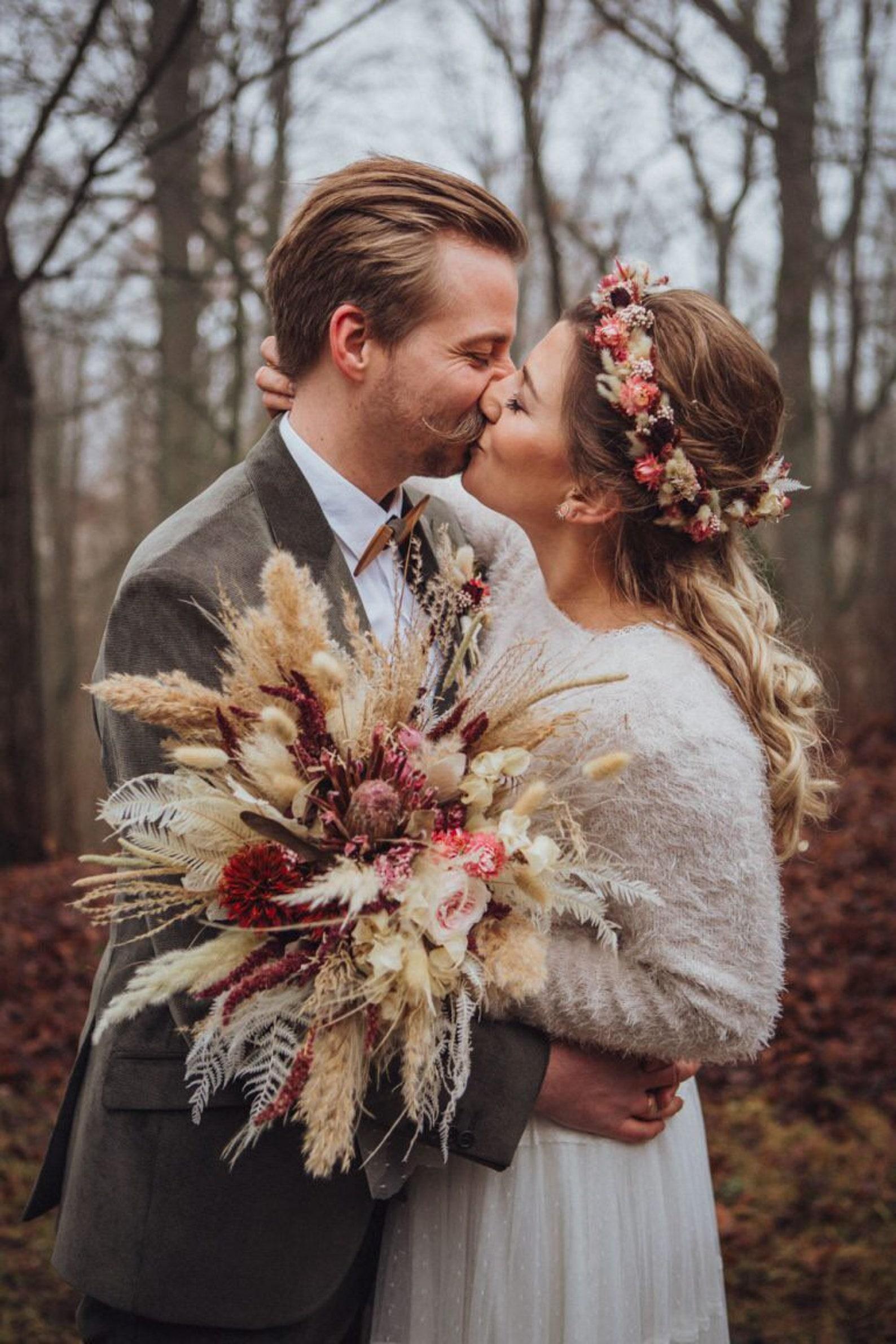 Brautstrauß mit getrockneten Blumen