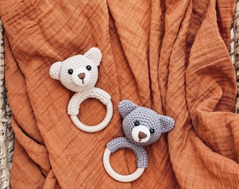 Baby rattle gripping crochet ratl bear baby gift toy grey beige biting ring
