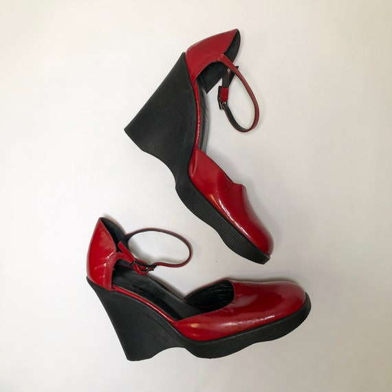 Gucci MARYJANE red shoes - image 2