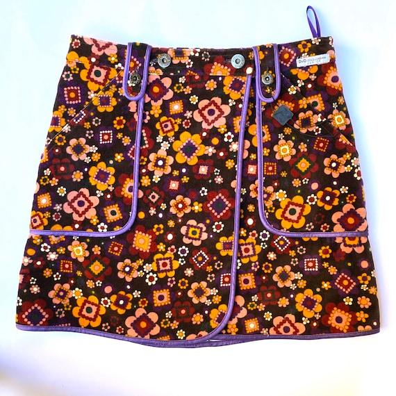 D&G floral mini skirt 60s vibes