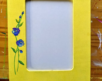 Delicate flower picture frame