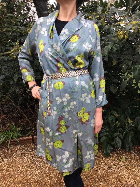 Vintage 1940s robe. Floral coat.