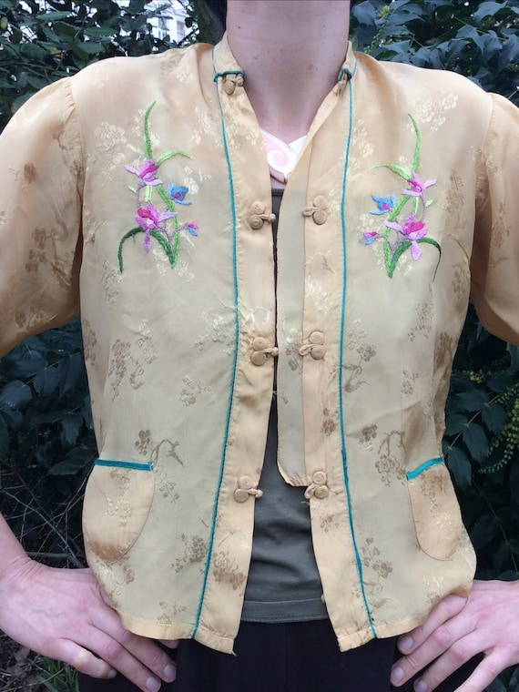 Vintage 1940s blouse. Embroidered.