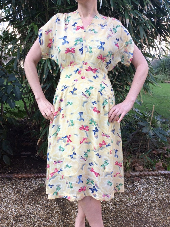 Vintage 1930s chiffon dress. Novelty print dress.