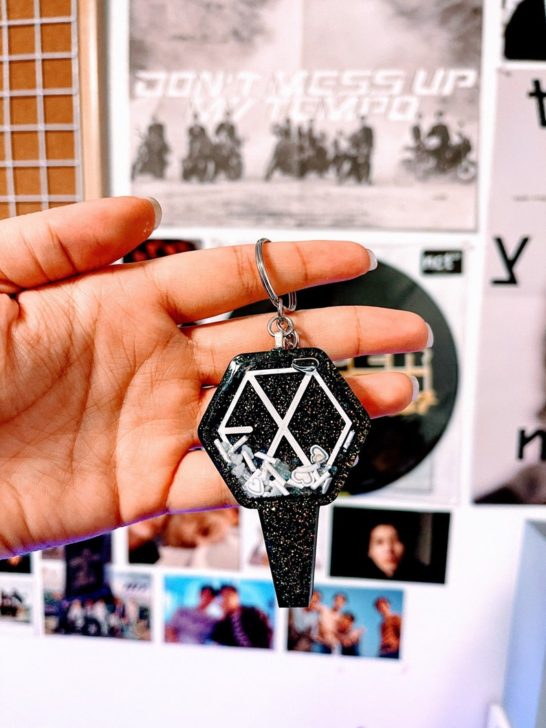 EXO Lightstick Inspired Shaker Keychain
