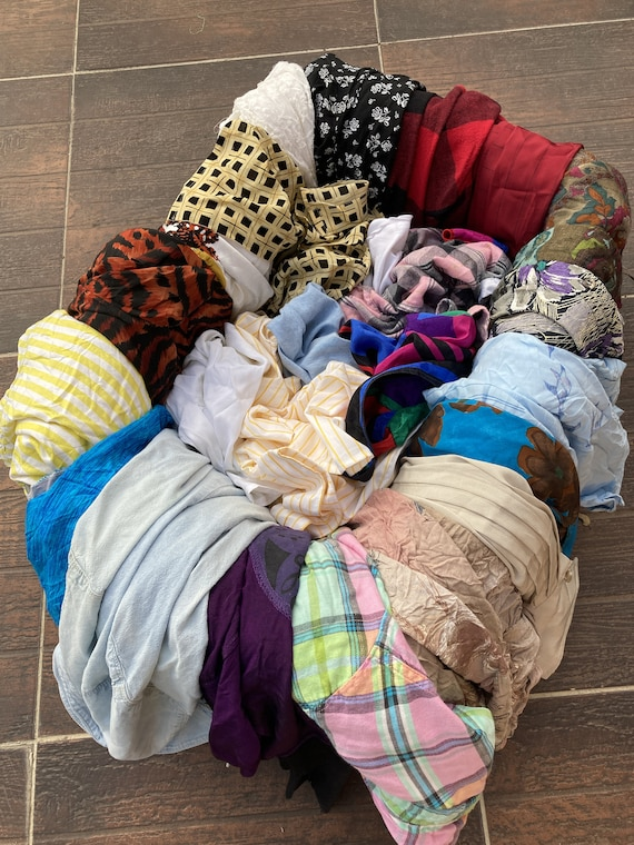 Lot of 25 vintage women's blouses / Lot of 25 wom… - image 1