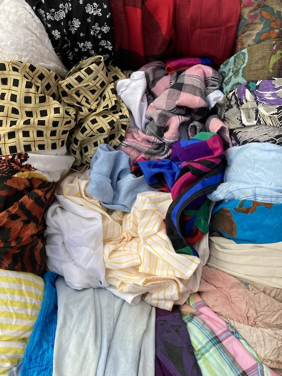 Lot of 25 vintage women's blouses / Lot of 25 wom… - image 2