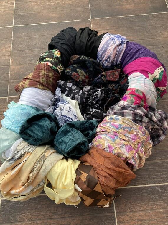 Lot of 25 vintage women's blouses / Lot de 25 chem