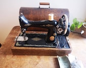 Singer 99k hand crank sewing machine in bentwood case 1920s era working and with key