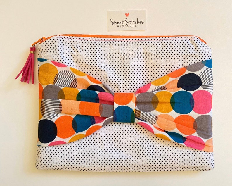 Bow front zipper pouch