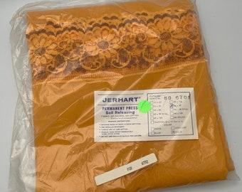 60 x 86 Oval Vintage NOS Colorisma Tablecloth by Kemp /& Beatley Harvest Gold