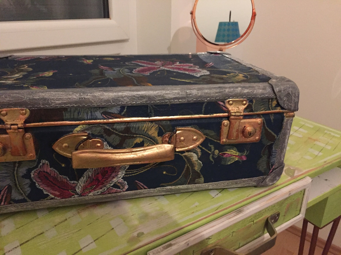 """The slightly different """"cosmetic case"""""""