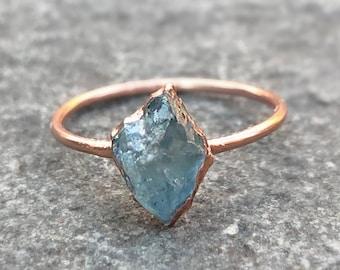 Hard Stone Ring Raw Stone Ring Minimal Ring Aquamarine ring and silver 925 Craft Ring Raw Aquamarine Ring