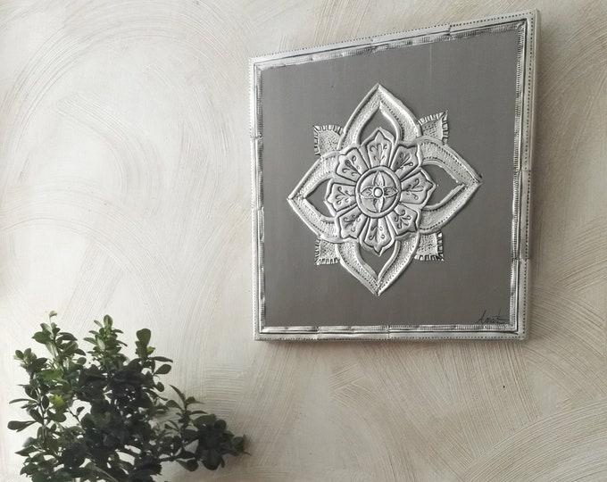 Repulsed metal rosette table