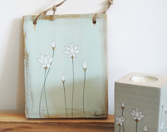 Small painting painting lotus flowers on wood