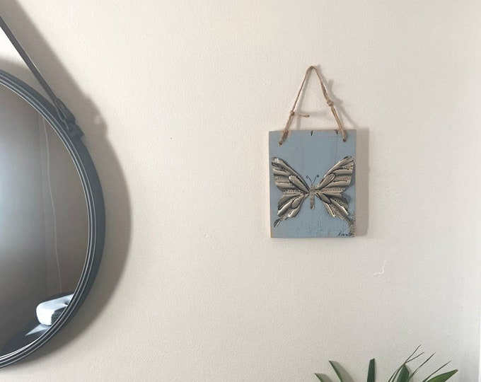 Mini silver butterfly table in metal pushed back